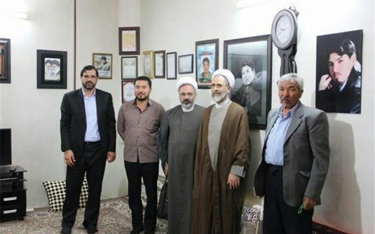 تصویر از حضور رئیس جامعه المصطفی در خانه شهدای لشکر فاطمیون