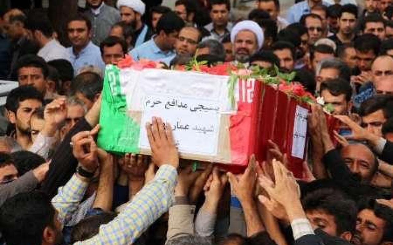 تصویر از وداع مردم شهرستان فسا با شهید مدافع حرم