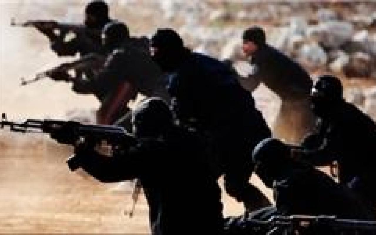 تصویر از داعش مردم بیدفاع را سپر انسانی خود کرده است