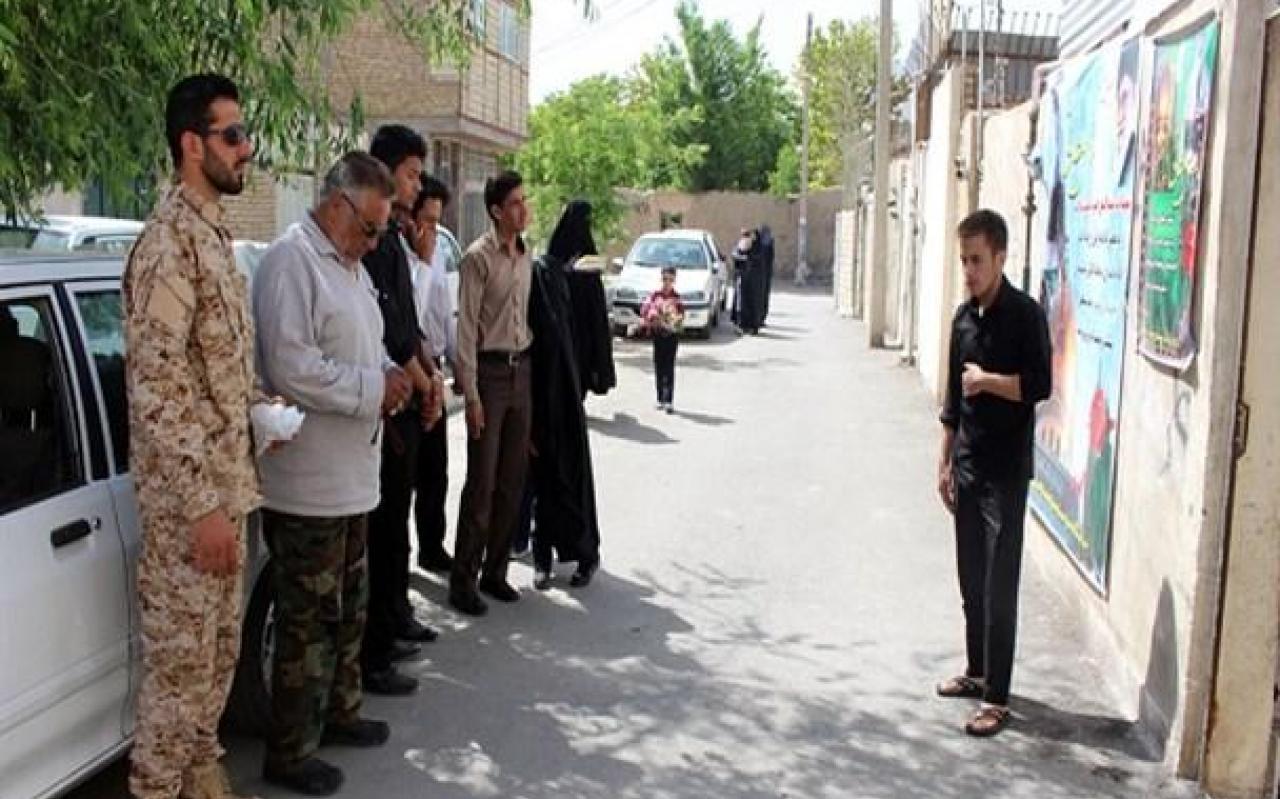 تصویر از دیدار جمعی از بسیجیان با خانواده شهید قربانعلی سلطانی + تصاویر