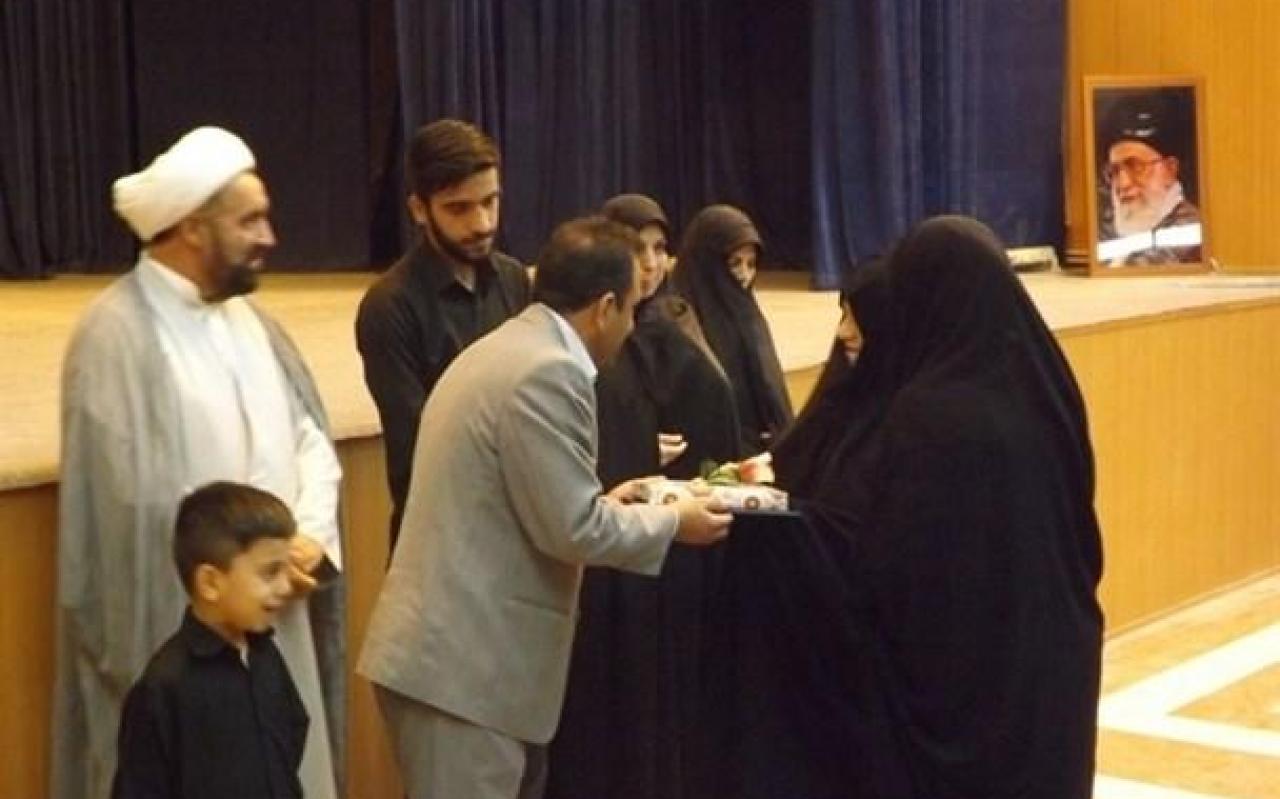 تصویر از جشن روز دختر و تجلیل از خانواده شهید مدافع حرم «سیدرضا مراثی»