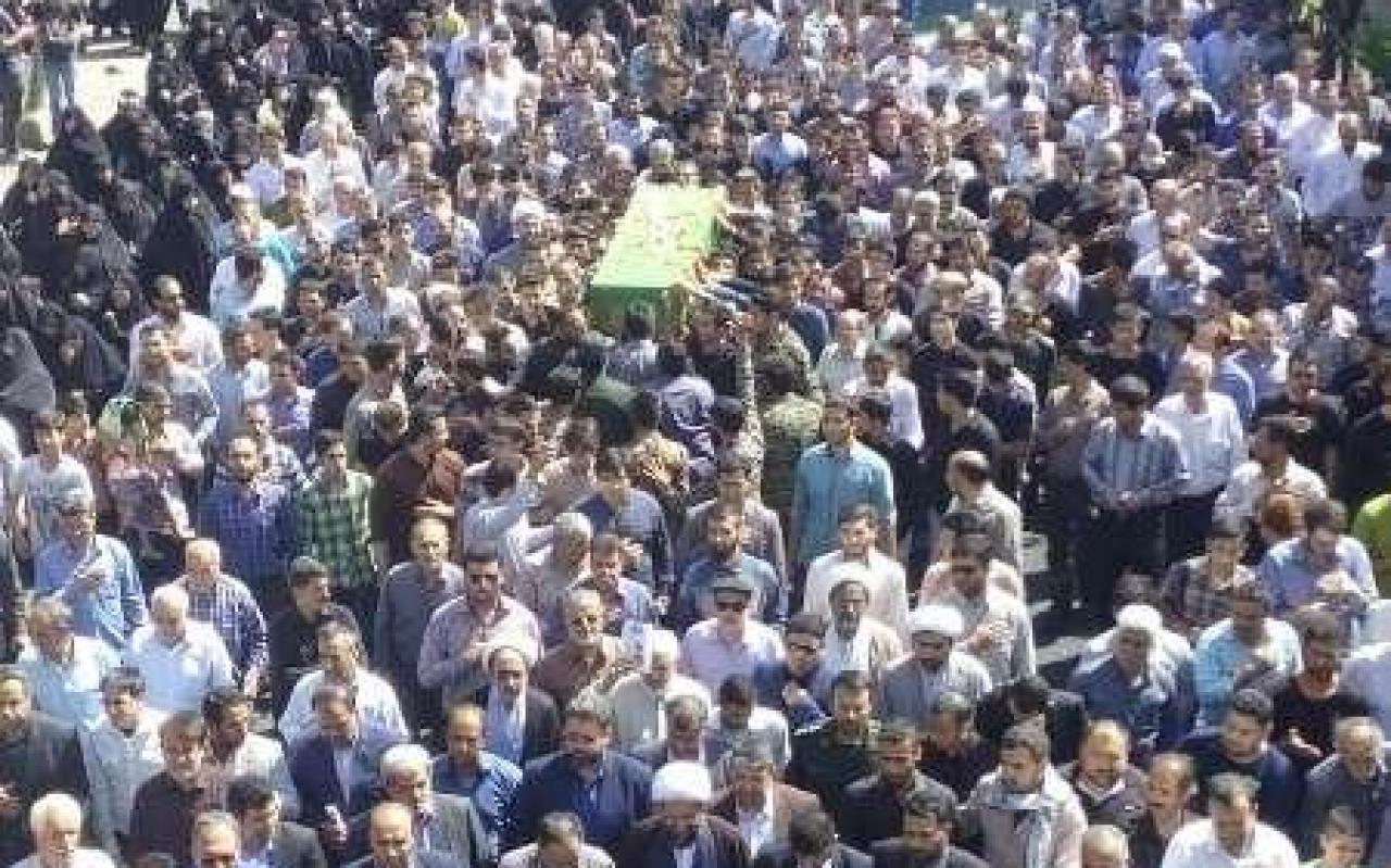 تصویر از پیکر شهید مدافع حرم در قرچک تشییع و بخاک سپرده شد