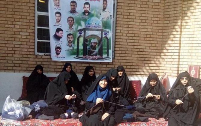 تصویر از کلاه میبافم برای برادر مدافع حرم