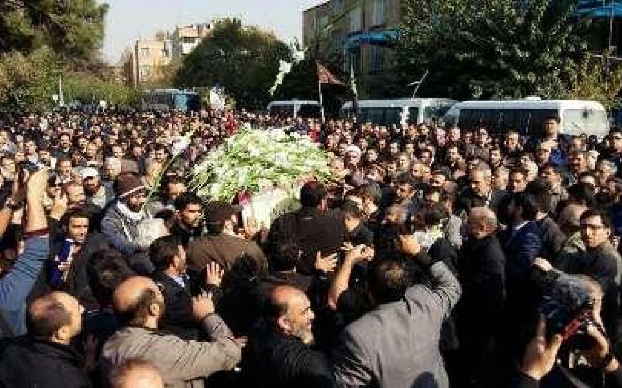 تصویر از پیکرمطهر شهید مدافع حرم هادی زاهد تشییع شد