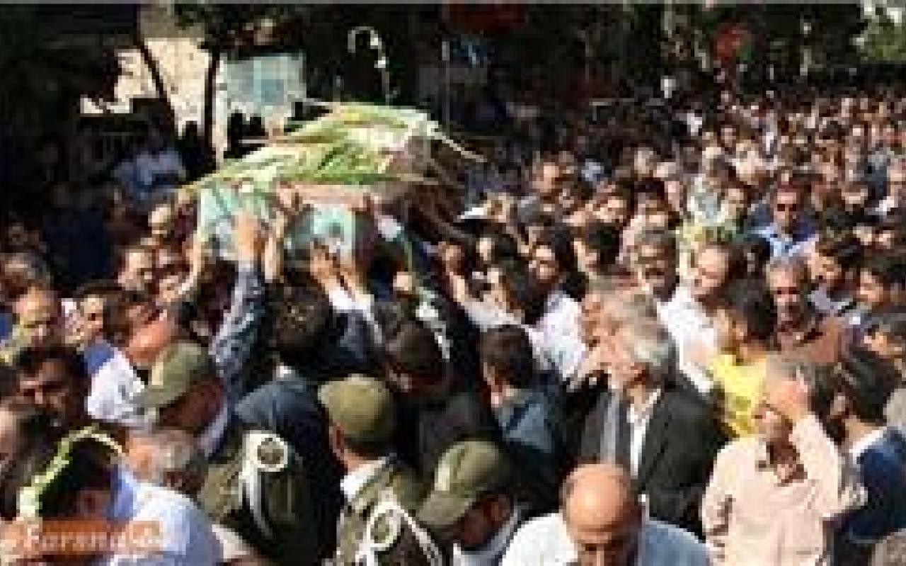 تصویر از تشییع پیکرهای مطهر سه شهید مدافع حرم در قم