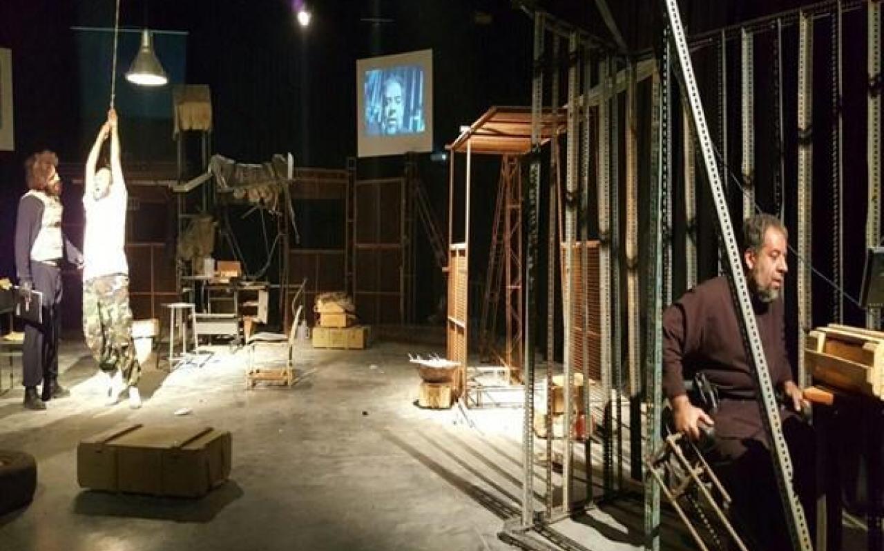 تصویر از نمایش «دوست ممد» با موضوع مدافعین حرم در تالار هنر یزد به روی صحنه رفت