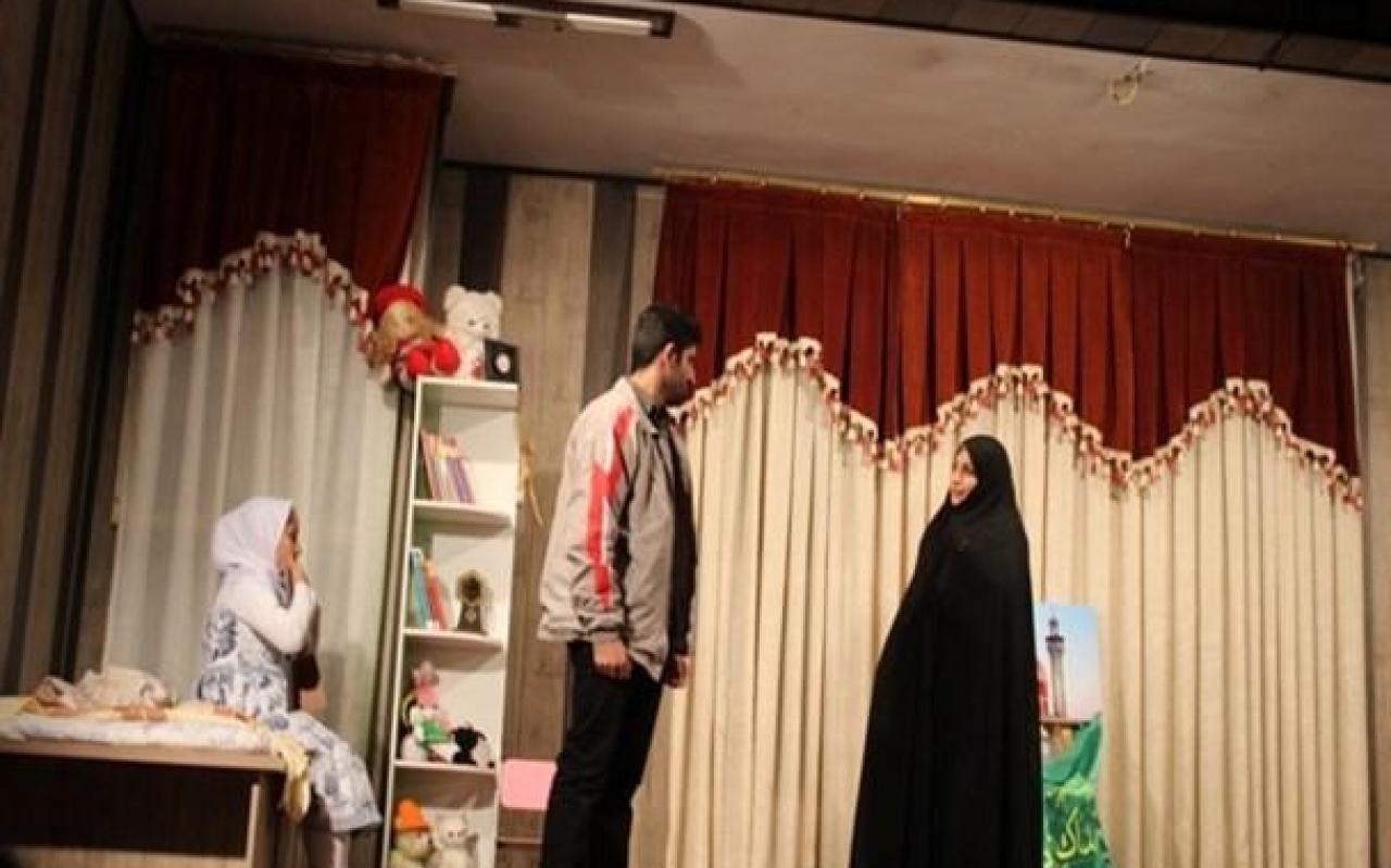 """تصویر از نمایش """"رویای زینب خواهد آمد"""" به یاد شهیدان مدافع حرم در قرچک برروی صحنه رفت"""
