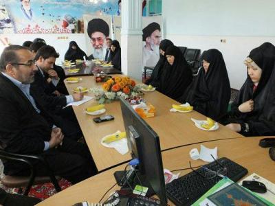 تصویر از تکریم همسران شهدای مدافع حرم وظیفه همه است/تجلیل از خانواده شهدا