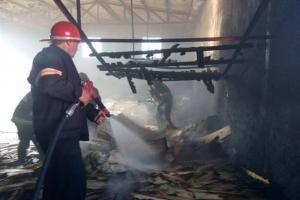 تصویر از آتش سوزی در کارخانه سه لای اهر در جاده اهر-مشگین