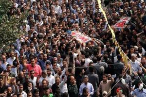 تصویر از پیکر مطهر ۳ شهید مدافع حرم در مشهد تشییع شد