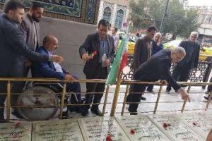 تصویر از مزار شهیدان سوم خرداد در قم عطرافشانی شد