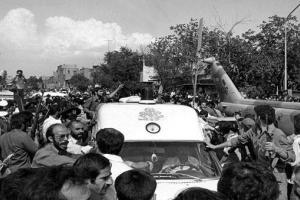 تصویر از ناگفتههای اعضای تیم حفاظت و پزشکی رهبر انقلاب از ماجرای ترور ایشان +تصاویر