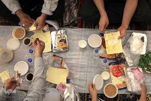 تصویر از عکس/ سفره افطار حرم حضرت عبدالعظیم حسنی(ع)