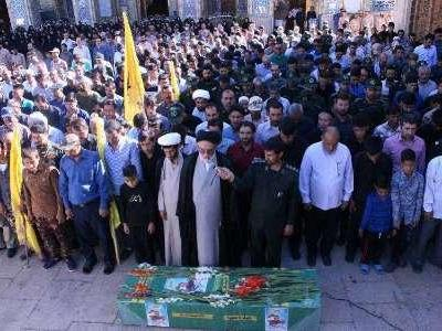 تصویر از پیکر مطهر یک شهید مدافع حرم در شیراز تشییع شد
