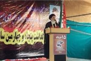 تصویر از نهضت انقلاب و قیام ١۵ خرداد از عاشورا آغاز شد/ مسئولان بدانند بر سر سفره شهیدان نشستهاند