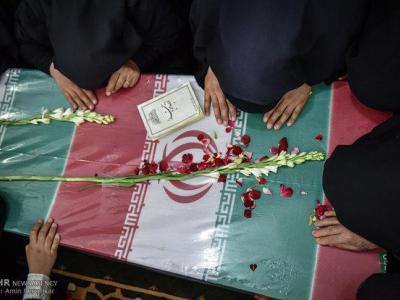تصویر از پیکر شهید مدافع حرم «مختار حسینزاده» در نظرآباد تشییع شد