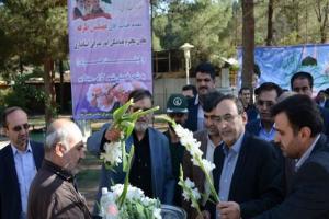 تصویر از مزار شهدای گمنام خمینی شهر غبارروبی و عطرافشانی شد/تصاویر