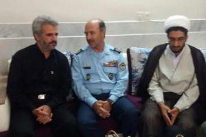 تصویر از فرمانده و مسئولان پایگاه شهید بابایی با خانواده شهید حججی دیدار کردند