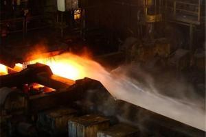 تصویر از فوران دوباره مواد مذاب در کارخانه فولاد بویراحمد/ ۴ کارگر به بیمارستان شهید بهشتی منتقل شدند