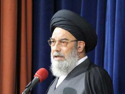 تصویر از حضور امام جمعه به نمایندگی از رهبر انقلاب در بزرگداشت شهید حججی