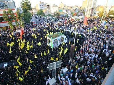 تصویر از پیکر ۱۹ شهید گمنام دفاع مقدس و یک شهید مدافع حرم در مشهد تشییع شد