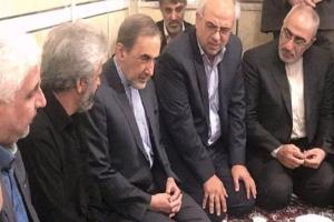 تصویر از دیدار مشاور رهبری با خانواده شهید حججی