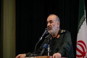 تصویر از سردار سلامی: مردم دیار رئیسعلی مشعل دار مبارزه با استعمار هستند