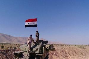 تصویر از ادامه نبرد ارتش در حومه دیرالزور و حمص/کشته شدن ۲۴ غیرنظامی در حمله هوایی آمریکا به الرقه