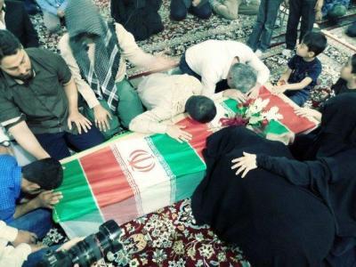 تصویر از پیکر فرمانده مفقود الاثر لشکر فاطمیون به مشهد بازگشت