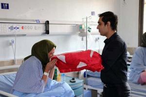 تصویر از پرچم گنبد امام حسین(ع) بر بالین بیماران قزوین