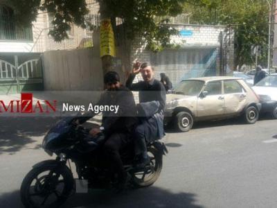 تصویر از موتور سواری رئیس کمیته امداد امام (ره)