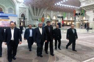 تصویر از وزیر نیرو دولت دوازدهم با آرمان های امام تجدید میثاق کرد