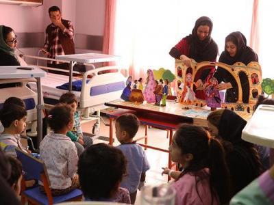 تصویر از اجرای نمایش برای کودکان در بیمارستان قلب شهید رجایی تهران