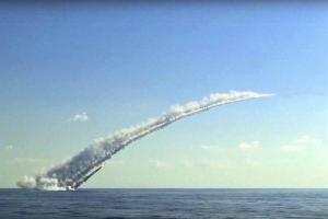 تصویر از حملات مشترک نیروی هوایی و دریایی روسیه به مواضع داعش در سوریه