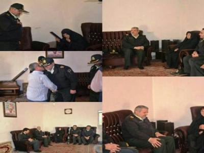 تصویر از  دیدار فرمانده انتظامی استان با خانواده شهید ایرج زهراکار در چگنی