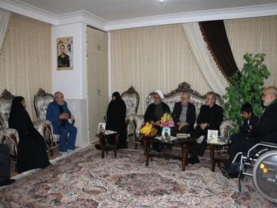 تصویر از دیدار صمیمانه رئیس مجلس با خانواده شهید مدافع حرم سامانلو+تصاویر