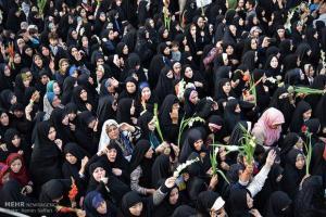 تصویر از آئین سنتی گلباران خورشید در حرم خواهر امام رضا (ع) برگزار شد