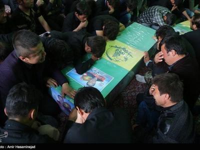 تصویر از پیکر مطهر شهید مدافع حرم تیپ فاطمیون در ساوه تشییع میشود
