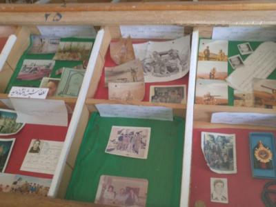 تصویر از محتوای جیب ۴۰۰ شهید در موزه شهدای فریدن نگهداری می شود