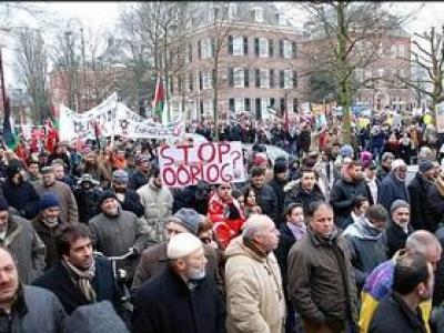 تصویر از تظاهرات آلمانی ها در اعتراض به حملات کشورهای متجاوز به یمن
