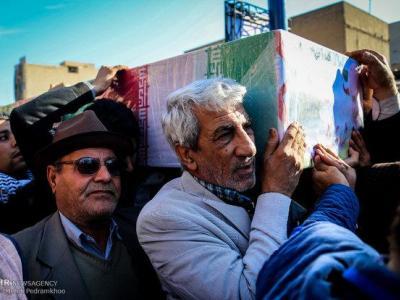 تصویر از پیکر شهید مدافع حرم سیداحسان میرسیار در قرچک تشییع شد
