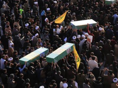 تصویر از پیکر مطهر سه شهید مدافع حرم در قم تشییع شد