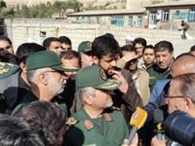 تصویر از ۲۷ واحد مسکونی توسط خانواده شهدای مدافع حرم به زلزلهزدگان کرمانشاه تحویل شد