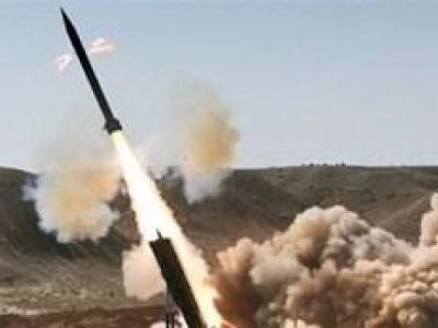 تصویر از یمنیها با موشک مواضع مزدوران سعودی را هدف قرار دادند