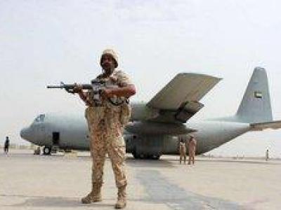 تصویر از پنجمین هواپیمای نظامی امارات در «سقطری» فرود آمد