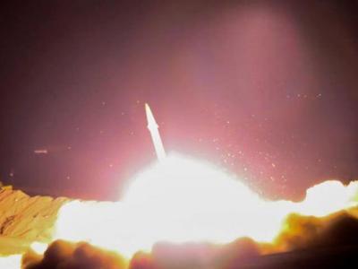 تصویر از موشک ارتش یمن مواضع نظامی سعودی ها را منهدم کرد