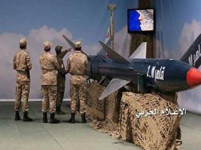 تصویر از هدف قرار گرفتن مزدوران سعودی در الجوف با موشک «قاهر ام ۲»