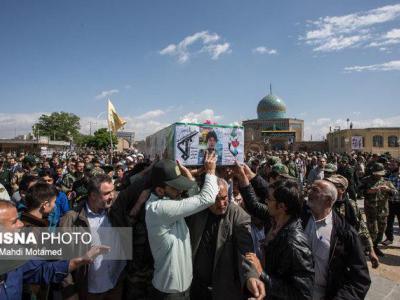 تصویر از شهید ۱۸ ساله تیپ فاطمیون در گلزار شهدای قزوین آرام گرفت
