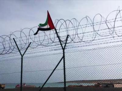 تصویر از پرچم امارات در جزیره سقطری یمن پایین کشیده شد