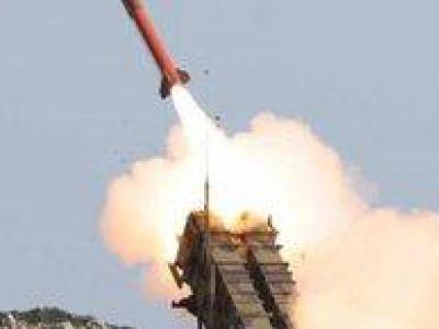 تصویر از یک فروند موشک بالستیک یمن به سوی پایگاه نظامی «العند» در «لحج» شلیک شد